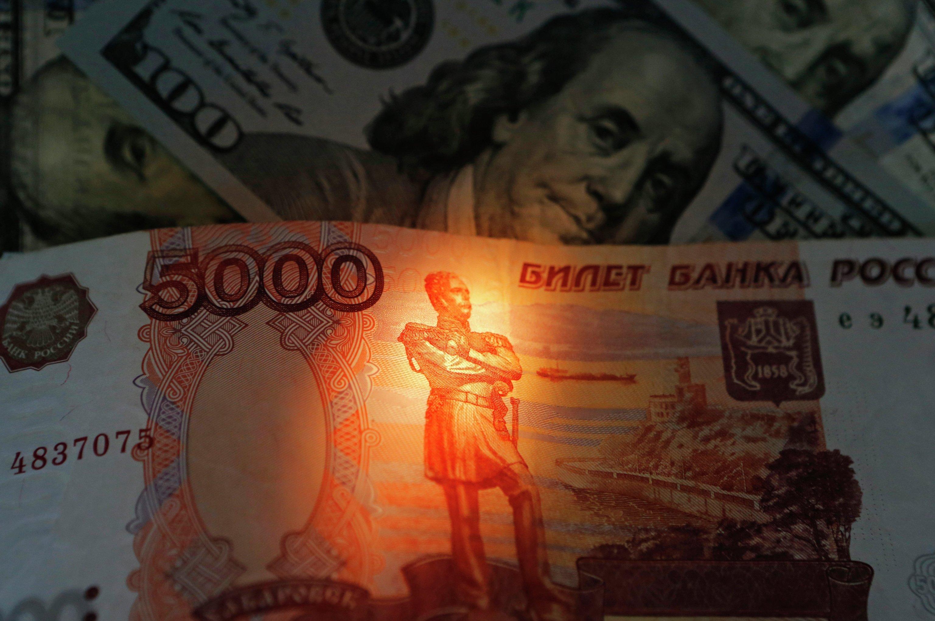 Нефть и газ — только за рубли