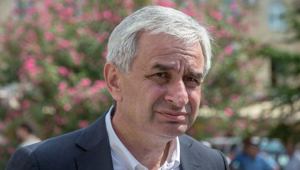 Президент Абхазии принял отставку руководителя своей администрации