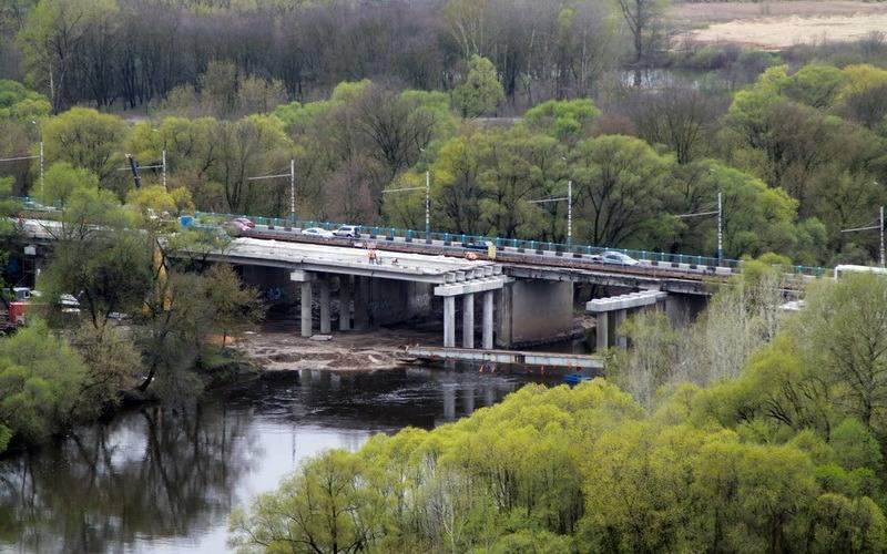 Брянские мостостроители не прекращают работу даже внепогоду