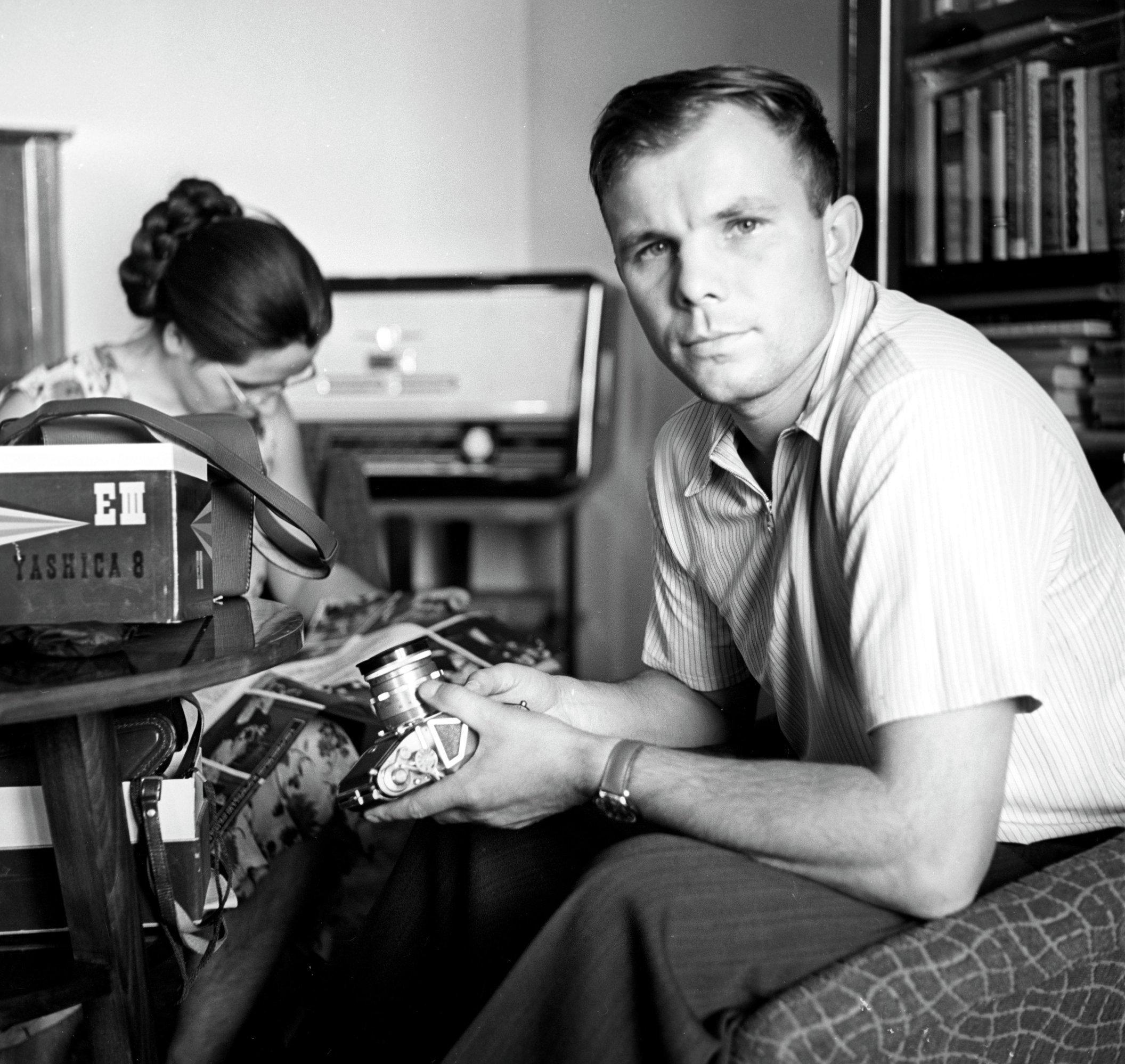 Архив: Советский человек спустился с небес