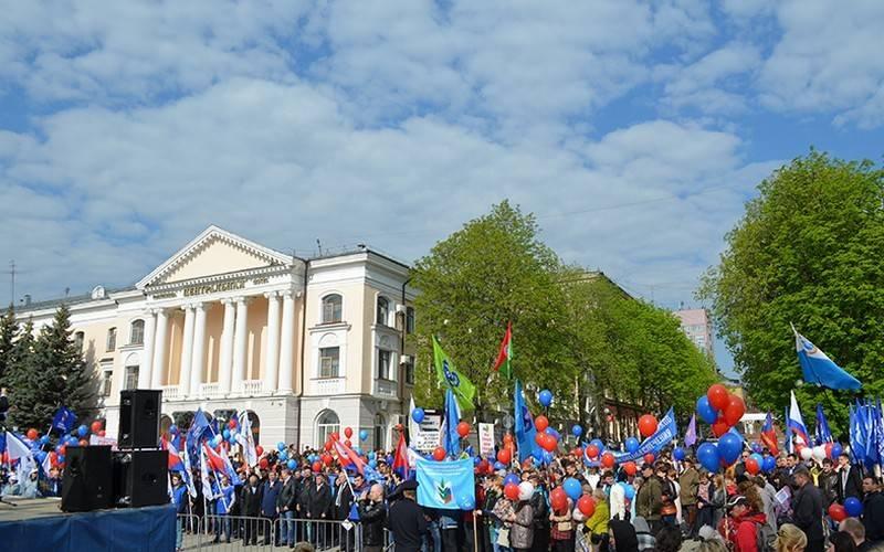 Около 1,6 тысячи брянцев собрались намитинг вчесть Дня весны итруда