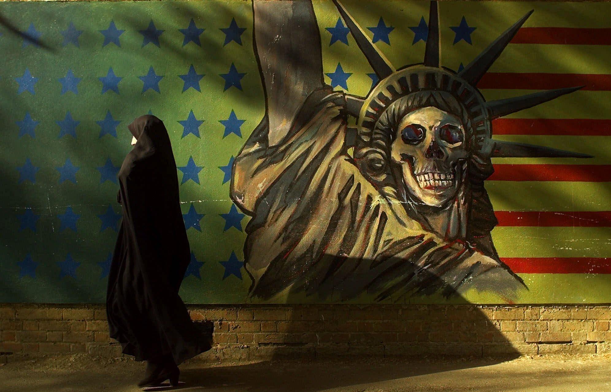 Почему у Америки не получается развивать демократию в других странах?