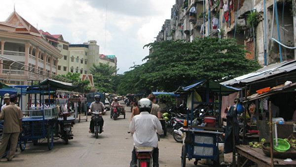 Грузовик с рабочими перевернулся в Камбодже, пострадали почти 60 человек