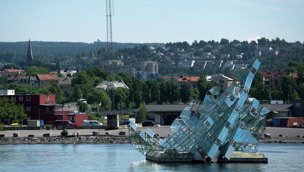 Спасатели пока не нашли людей после падения вертолета в Норвегии
