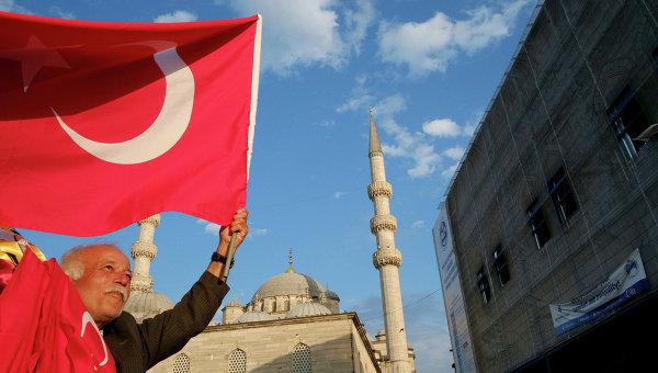 В Турции полиция применила слезоточивый газ для разгона протестующих