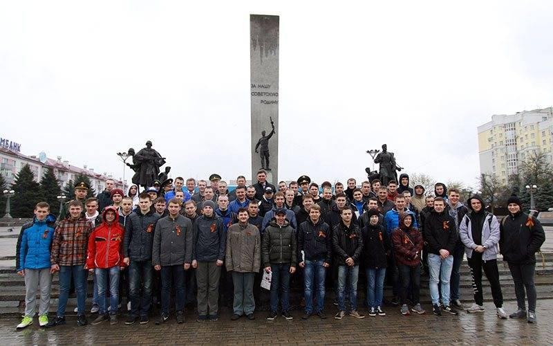 В День призывника будущих новобранцев изБрянска собрали наплощади Партизан