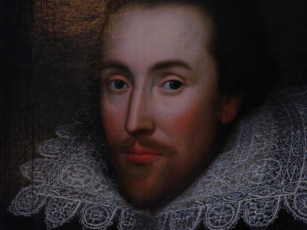 Шекспир любезничал с властью