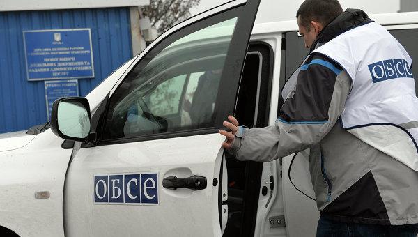 Наблюдатели ОБСЕ прибыли на место инцидента у КПП в донецкой Еленовке