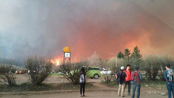 Власти Канады эвакуируют целый город из-за пожара
