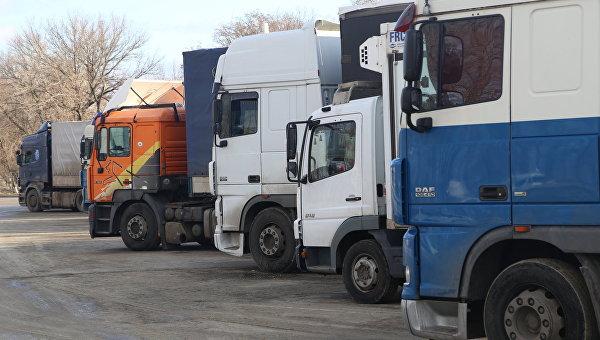 На въезде в Россию скопились казахстанские фуры