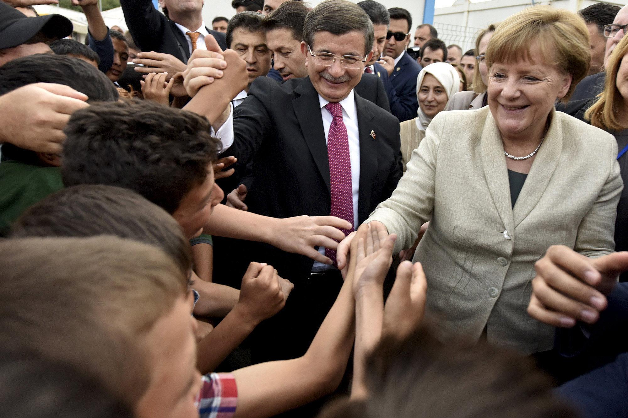 Бои продолжаются, Меркель прибывает наблюдать!