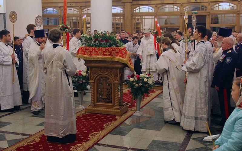 ВБрянск доставили благодатный огонь изИерусалима