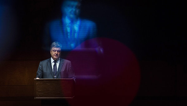 Порошенко уволил губернатора Луганской области