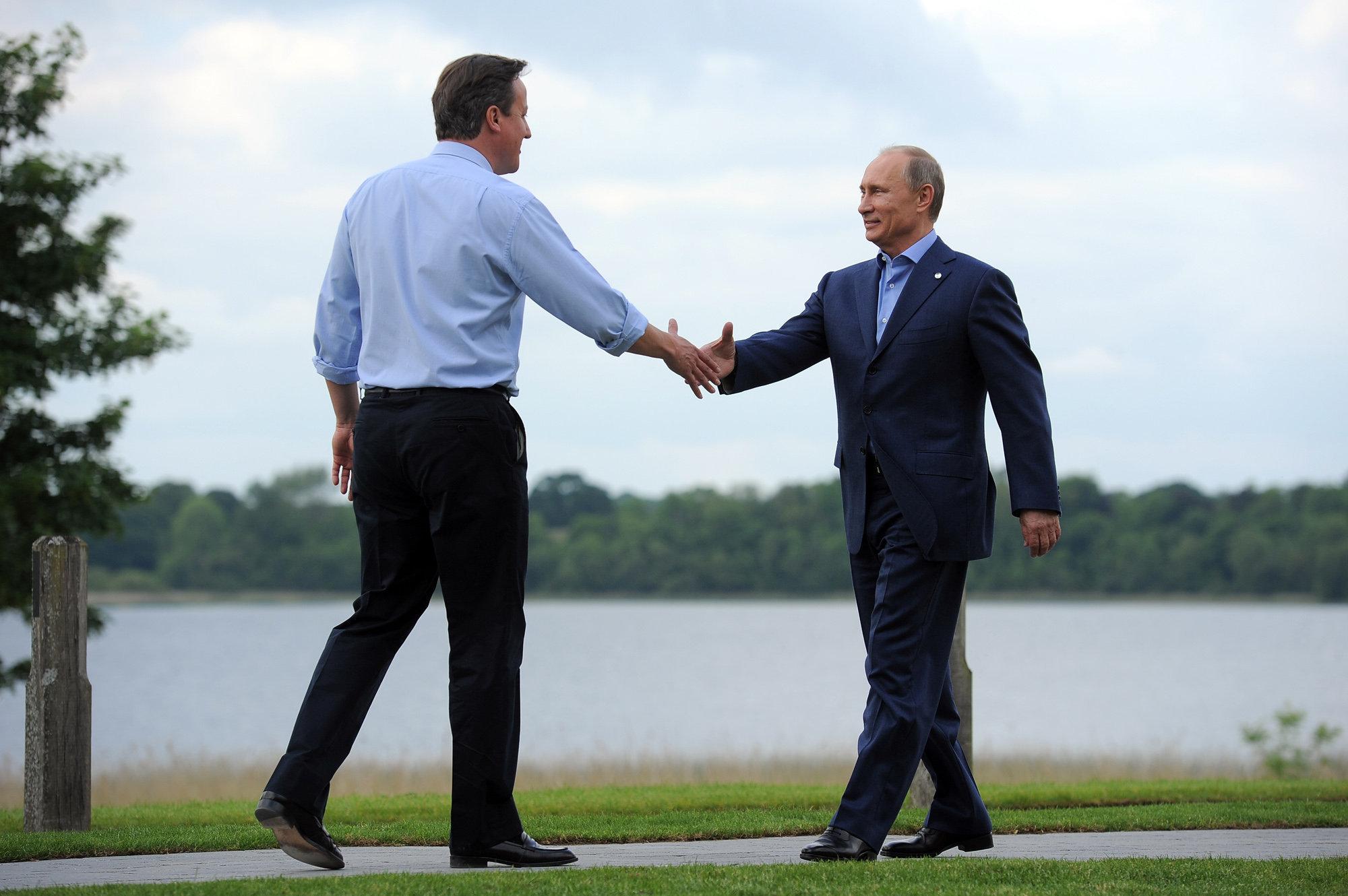 Россия никуда не денется, Великобритании следует работать с ней