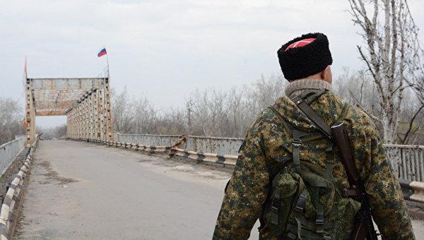 Власти Луганска заявляют, что не открывают КПП из-за обстрелов