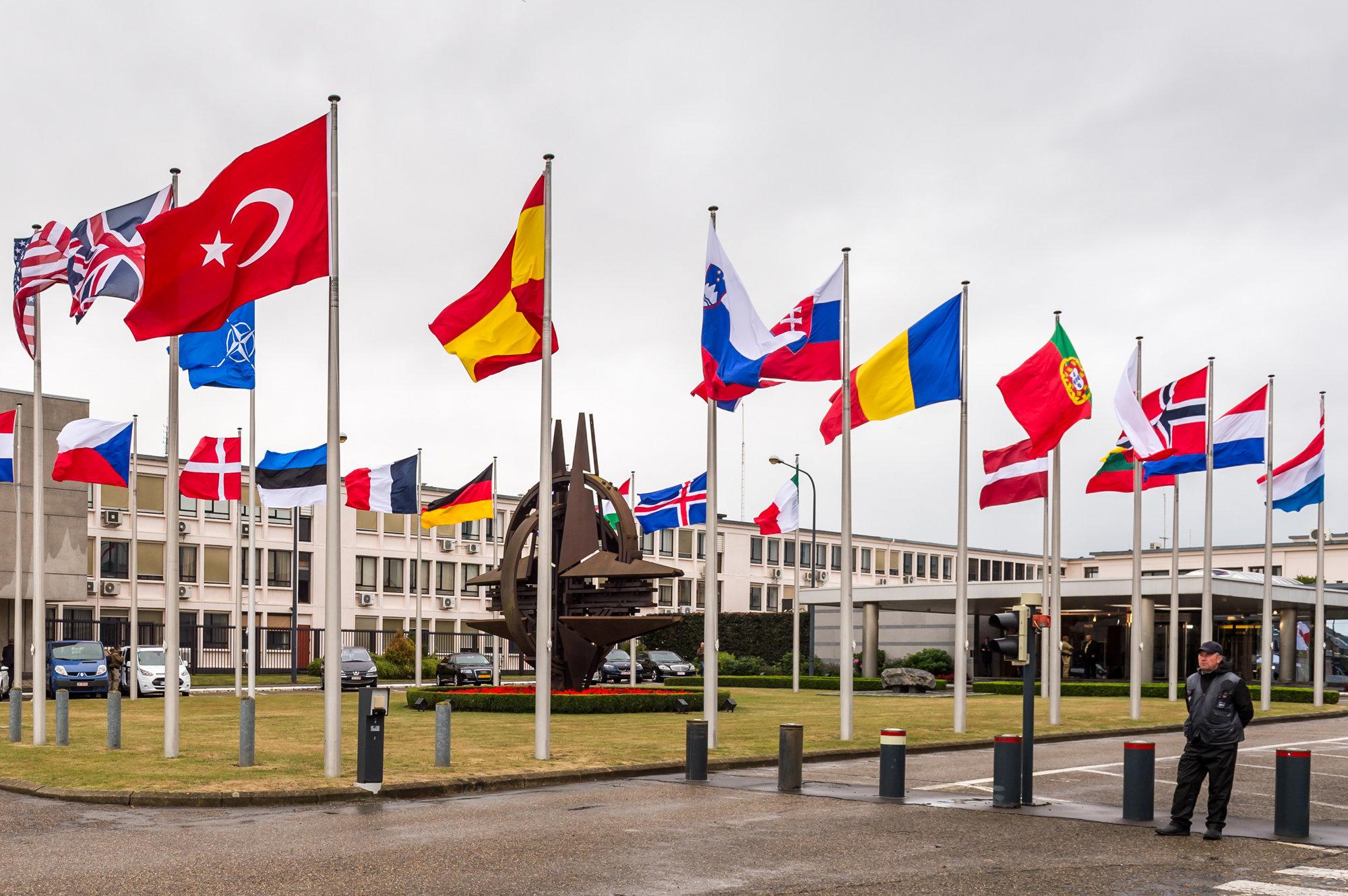 НАТО и Москва вступают в диалог
