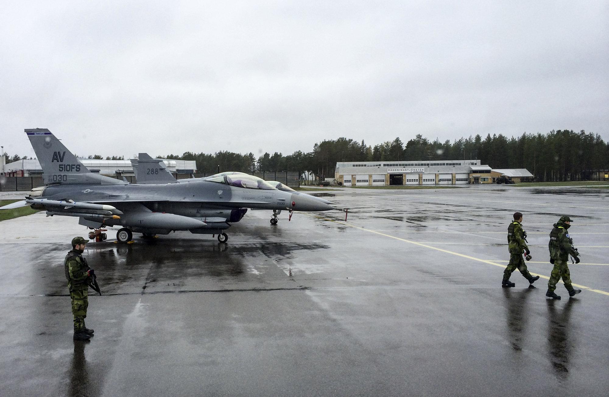 Финляндии и Швеции нужно проанализировать перспективы членства в НАТО