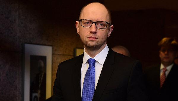 Яценюк впервые после отставки появился на публике