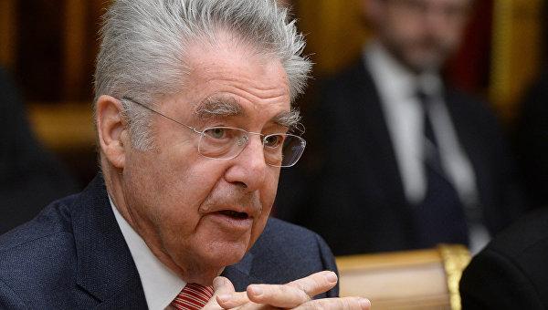 Фишер: ослабление санкций по отношению к РФ может начаться через год