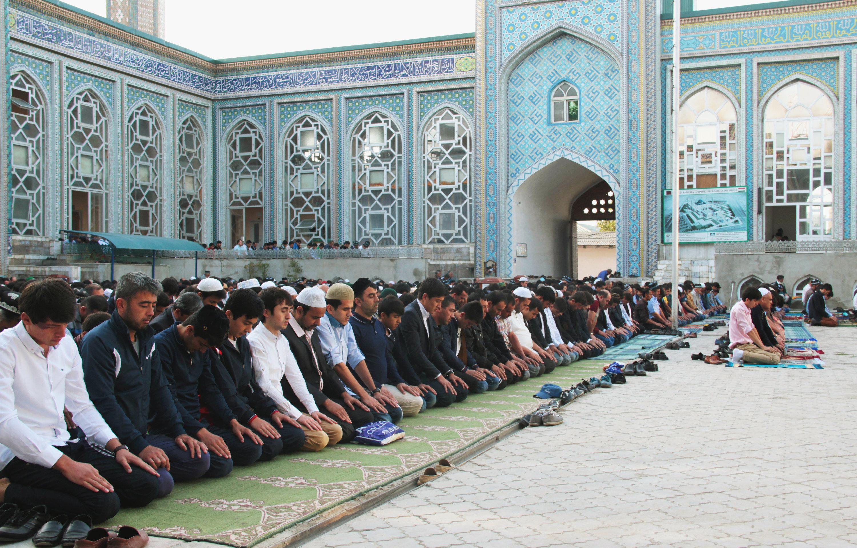Таджикистан: Одежда как элемент культурной войны против ислама