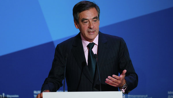 Фийон: французские политики одобрили резолюцию о снятии санкций с России