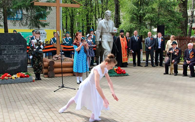 ВБрянском районе намогиле летчика Анатолия Голубчикова установили памятник