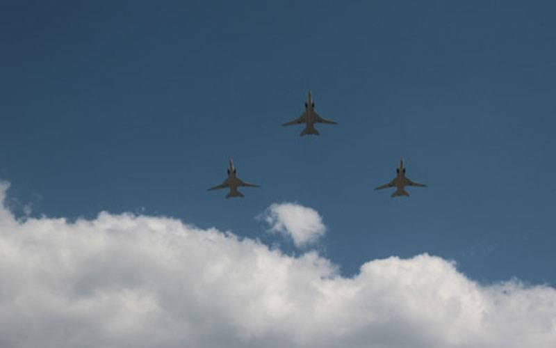 Над брянским Парадом поколений пролетели самолеты, участвовавшие всирийских боях
