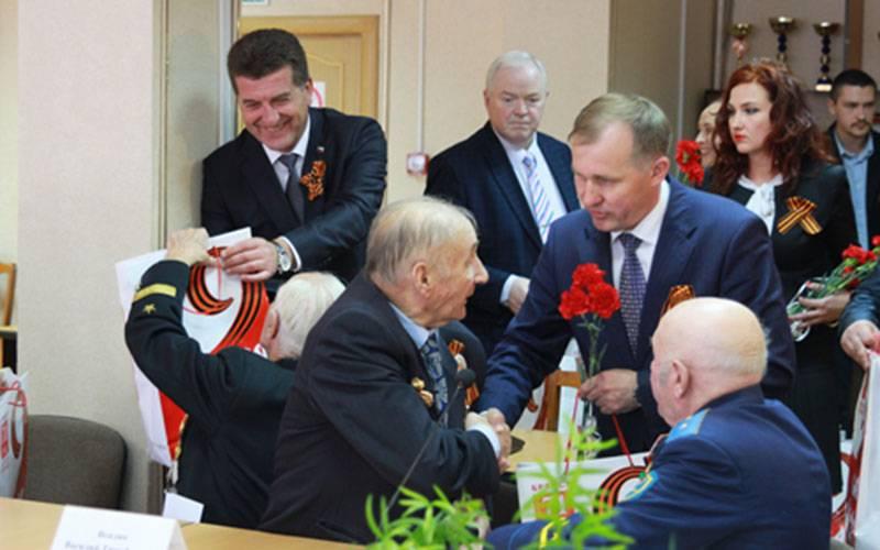 Глава имэр Брянска поздравили горожан с71-й годовщиной Великой Победы