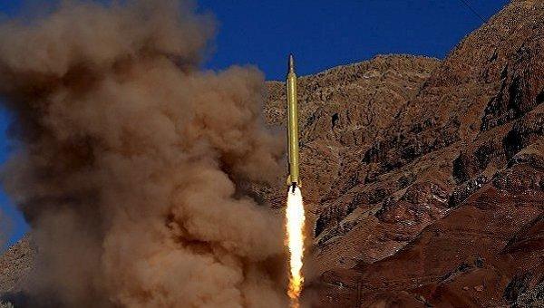 Военные Ирана провели испытание баллистической ракеты средней дальности