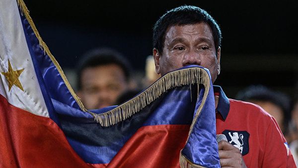 Внук экс-президента Филиппин признал поражение на президентских выборах