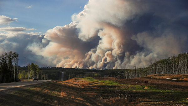 Пожар уничтожил около 2,4 тысячи домов в канадском городе Форт-Мак-Мюррей