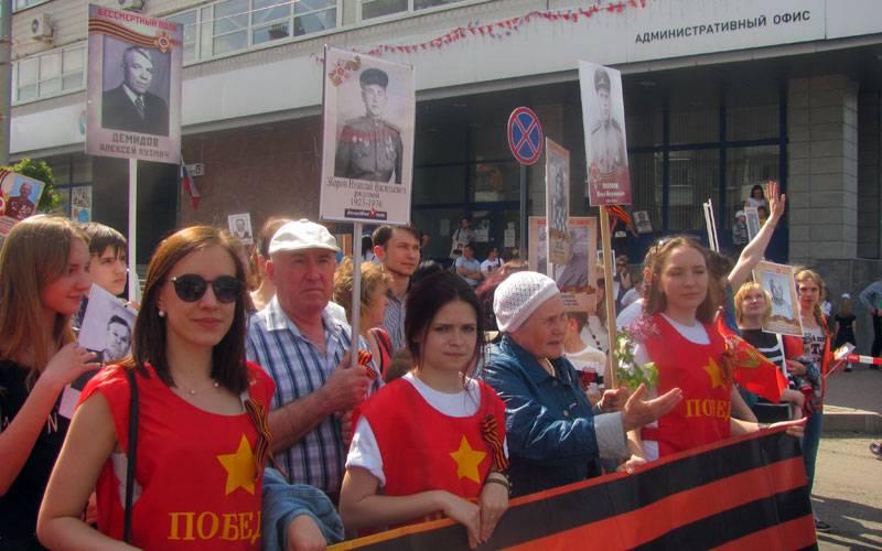Брянцы прошли вмноготысячном «Бессмертном полку» отплощади Ленина доКургана