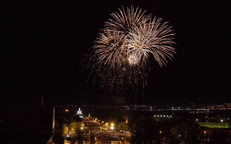 Победный салют вБрянске: несколько ярких моментов