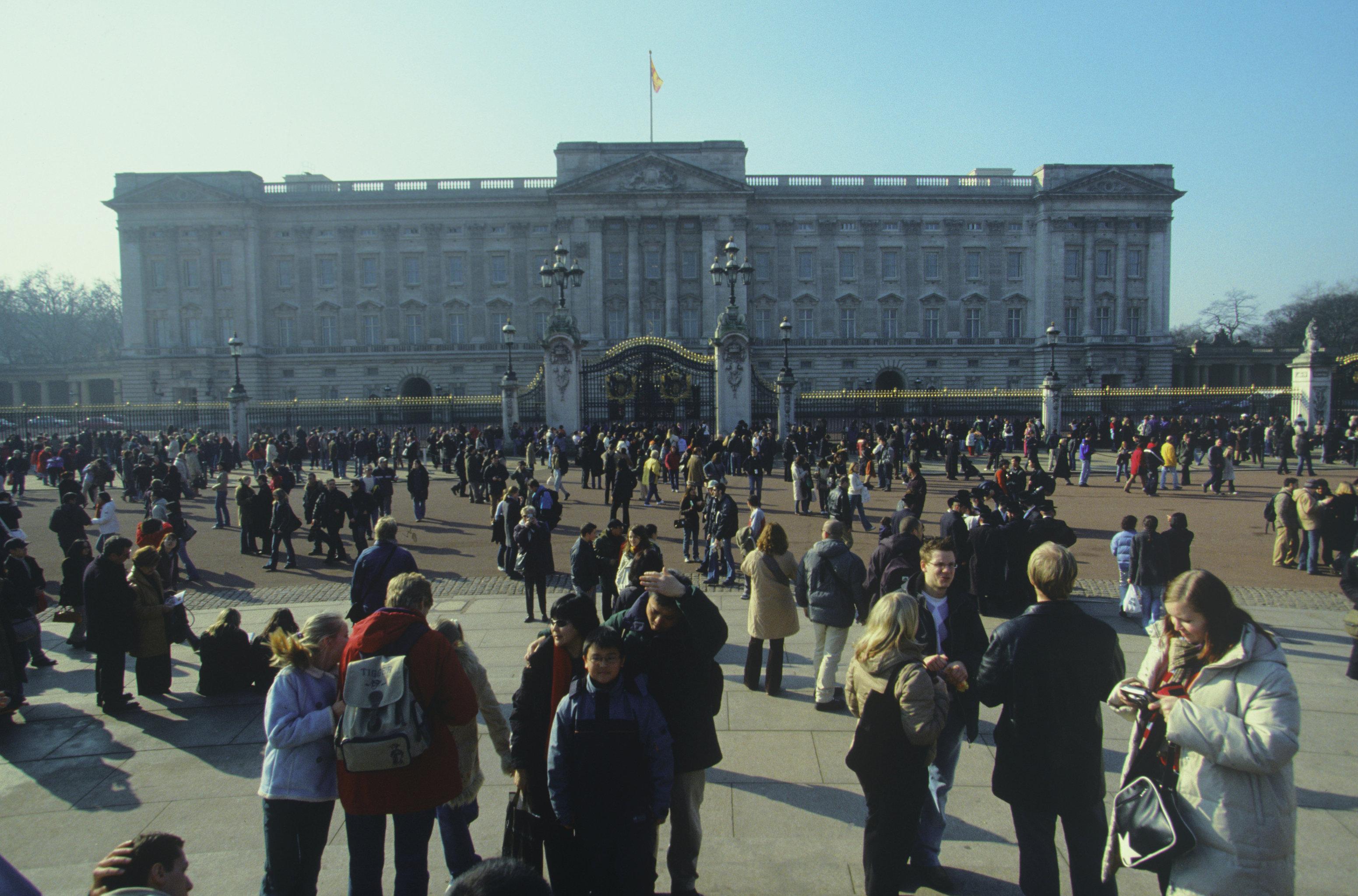 Королева Елизавета II посетовала на грубость китайских чиновников