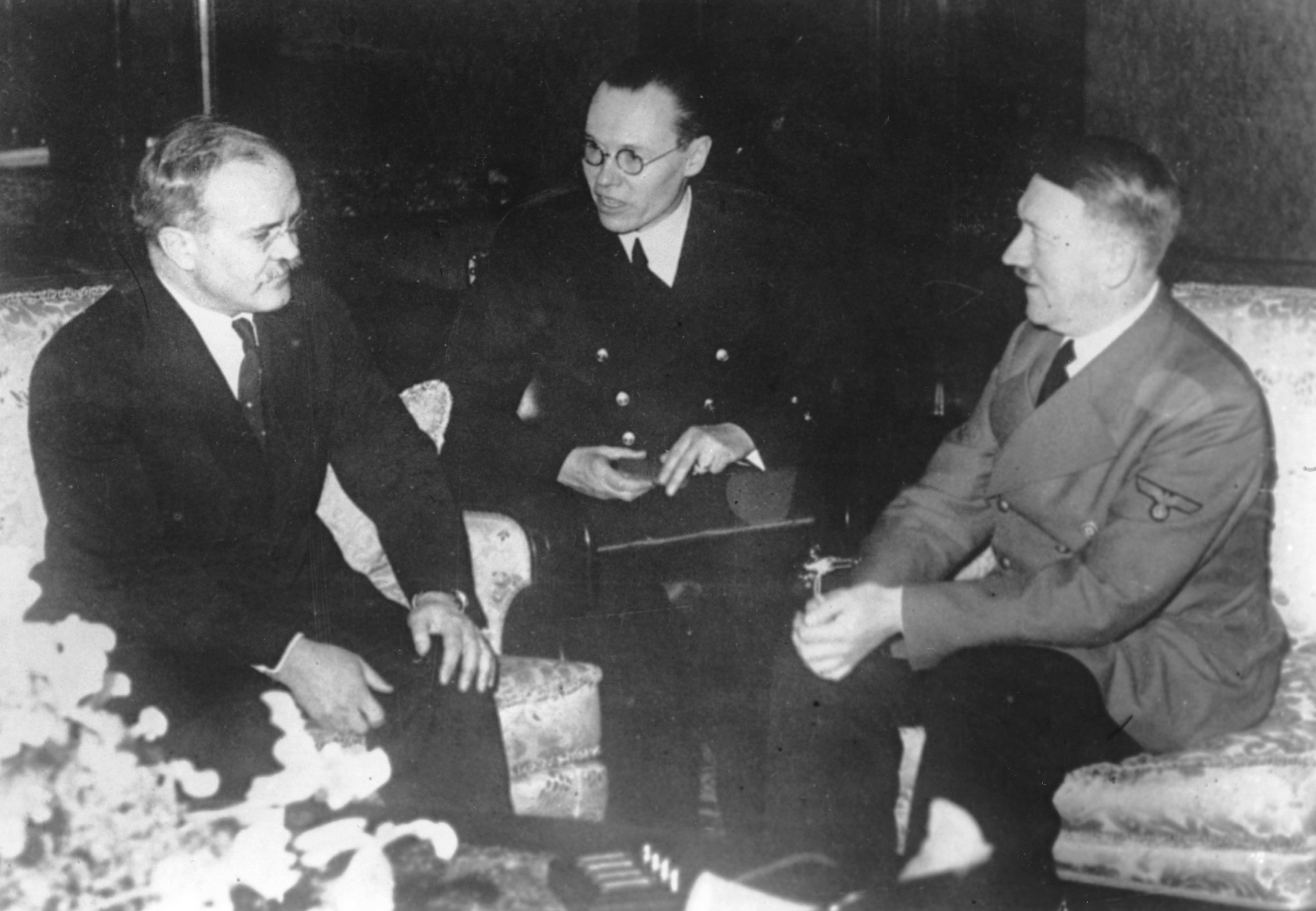 Почему Гитлер успел обмануть Сталина