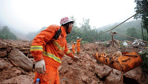 Китайские спасатели направились в район землетрясения в Тибете