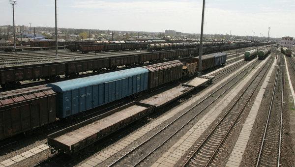Казахстан направил Таджикистану 18 вагонов гуманитарной помощи