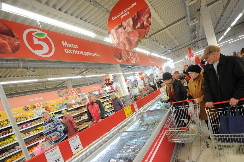 За нападение на петербурженку в магазине потребуют 1,5 млн