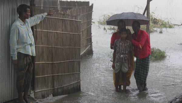 Число погибших от ударов молнии в Бангладеш возросло до 65 человек