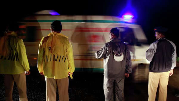 В Индии семь человек погибли при обрушении стены торгового центра