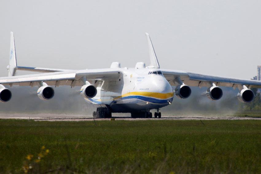 Крупнейший в мире самолет Ан-225 совершил перелет из Чехии в Австралию