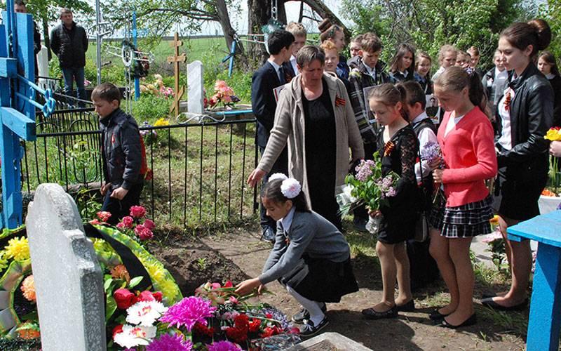 Под Трубчевском спочестями перезахоронили останки солдата Великой Отечественной войны