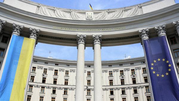 Замглавы МИД Украины и глава СММ ОБСЕ обсудили перемирие в Донбассе