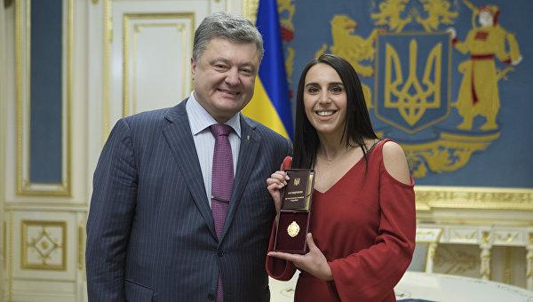 Порошенко попросили присвоить Джамале звание Героя Украины