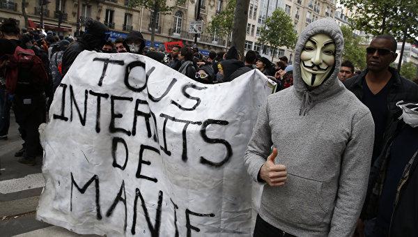 СМИ: число участников протестов в Париже составило до 55 тысяч человек