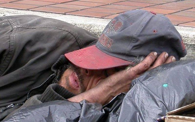 В Брянске бомж обокрал магазин, пока продавец спала