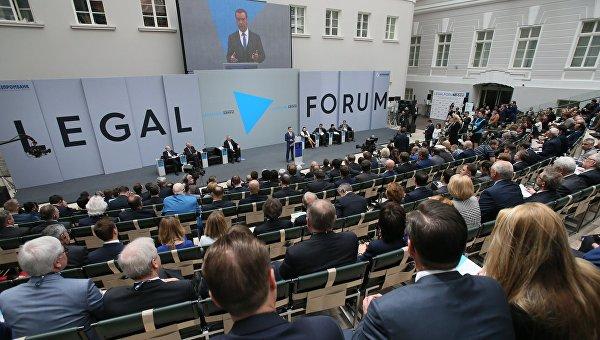 Участники международного юридического форума в Петербурге обсудили разводы