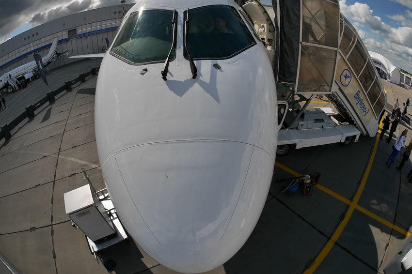В Twitter показали SSJ-100 перед передачей ирландской авиакомпании