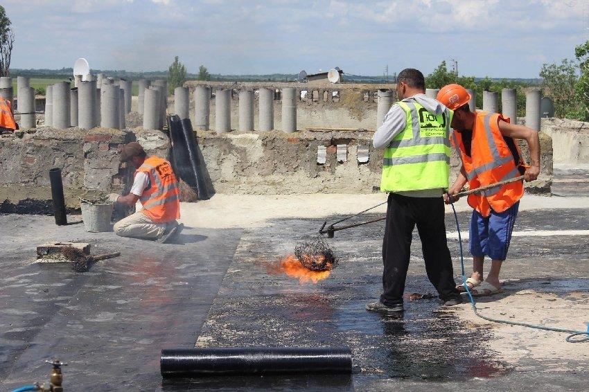 В крымском селе подрядчики при ремонте крыш затопили 50 квартир