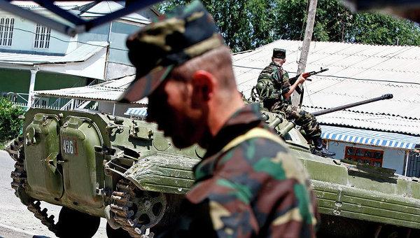 Президент Киргизии требует усилить ответственность за жизнь военнослужащих